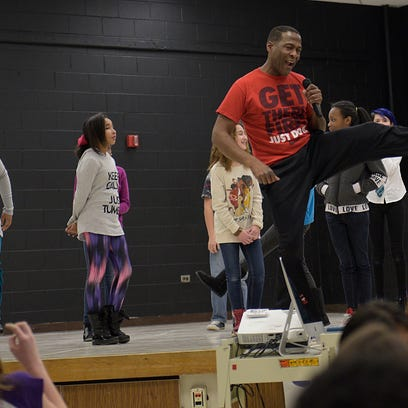 'Lion King' actors roar at school workshop
