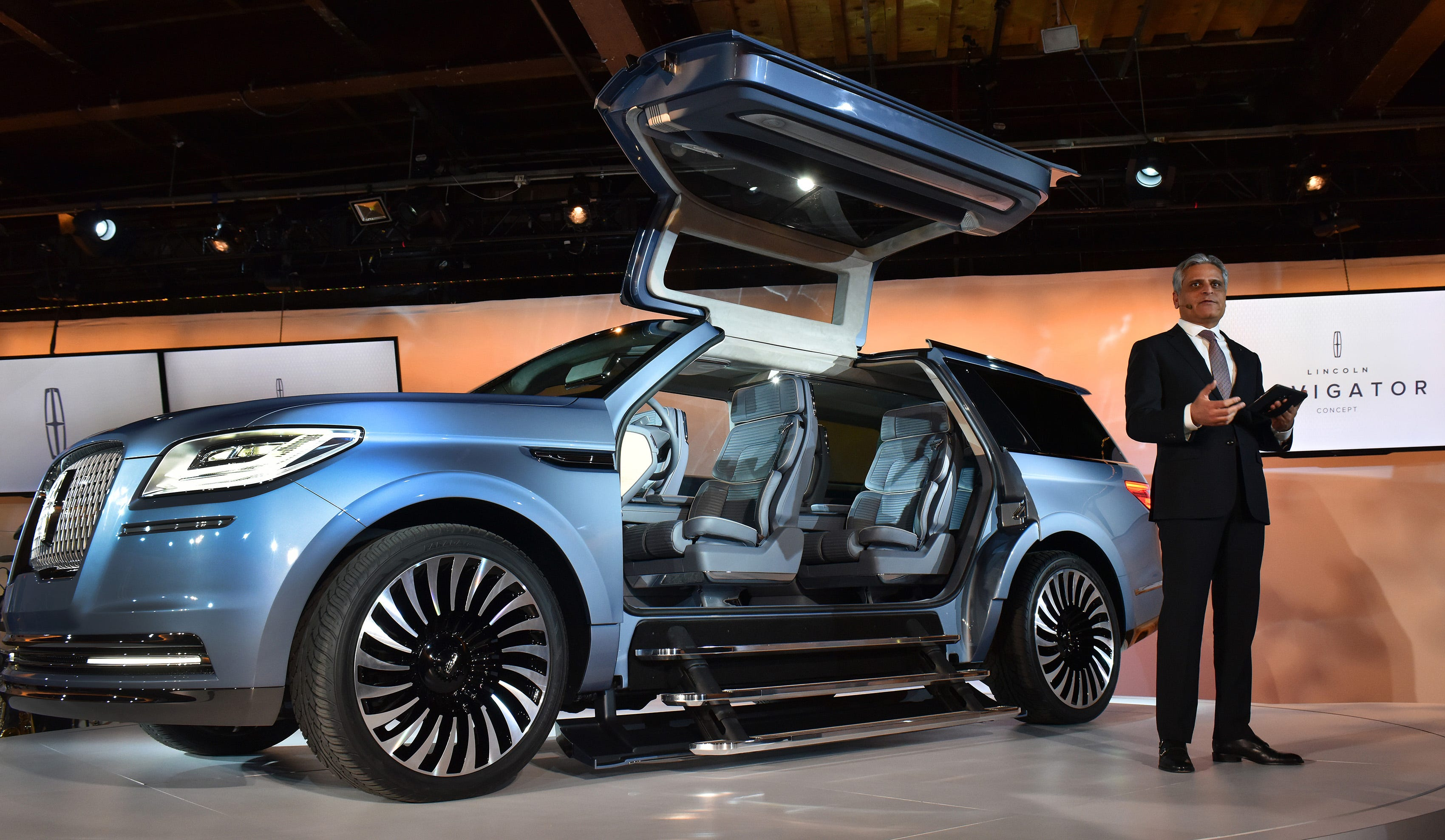 sc 1 st  Detroit News & Lincoln debuts Navigator Concept with gull-wing doors