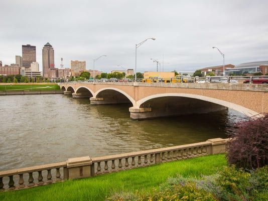 Grand Ave bridge over Des Moines River, shown here Wednesday Sept. 14, 2016,