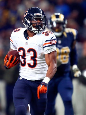 Jeremy Langford #33 of the Chicago Bears carries the ball in the second quarter against the St. Louis Rams at the Edward Jones Dome on November 15, 2015 in St. Louis, Missouri.