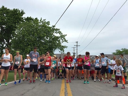 Runners get ready for last year's Team Mary 5K.