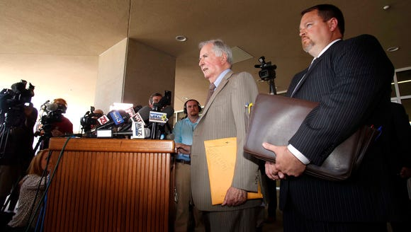 Defense attorneys Bill Baxley, left, and Lance Bell