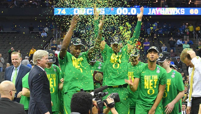 Oregon players celebrate after beating Kansas in the final of the Midwest Region of the NCAA tournament.