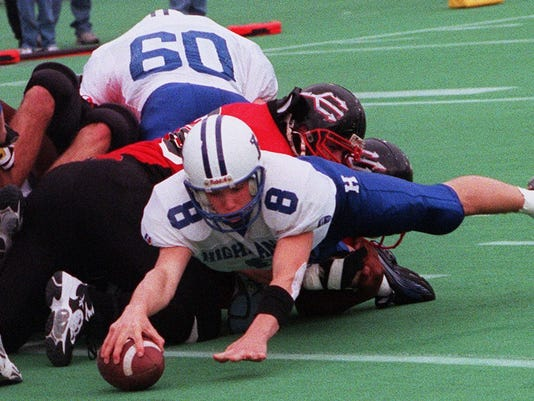 Text: 1999.1204.13.Highlands-1 Highlans H.S starting qb 8 Gino Guidugli dive in for a the bluebirds second touchdown of the day in the first qt of play with Owensboro in the Class 3A State champenship game.C-E photo by Ernest Coleman for sports.