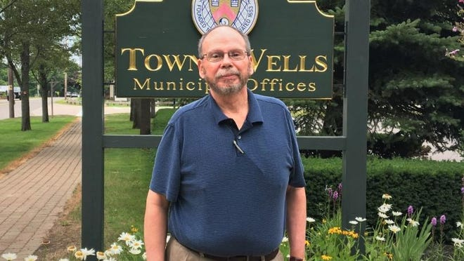 Wells Town Manager Jonathan Carter is retiring after 40 years in municipal government. He served 25 years as the town manager of Wells and also served as the town manager of Kittery.
