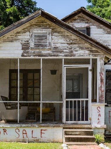 Wilcox County, Alabama5-yr. population change: -6.3%Nov. unemployment rate: 9.3%Poverty rate: 34.9%Life expectancy at birth: 72.2 yearsWilcox County is one of the poorest counties in both Alabama and in the United States. The median household income in the county is only $24,442 a year, less than half the national median of $55,322 and considerably lower than median of $44,758 for Alabama as a whole. Additionally, 34.9% of the Wilcox County population lives below the poverty line, compared with the 15.1% national poverty rate and the stateÕs poverty rate of 18.4%.Serious financial hardship in Wilcox County can be attributed at least in part to widespread joblessness. The unemployment rate in Wilcox County is 9.3%, more than double the 4.1% national unemployment rate. Like other counties reporting similarly poor conditions, Wilcox CountyÕs population is shrinking. Over the last five years, the countyÕs population declined 6.3%, even as the U.S. count increased 3.9% over the same period.