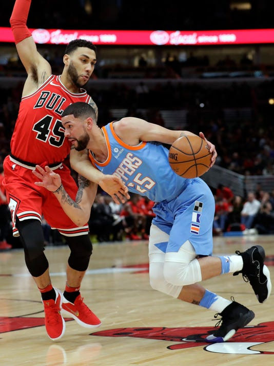 Los Angeles Clippers guard Austin Rivers, right, drives against Chicago Bulls guard Denzel Valentine during the first half of an NBA basketball game, Tuesday, March 13, 2018, in Chicago. (AP Photo/Nam Y. Huh)