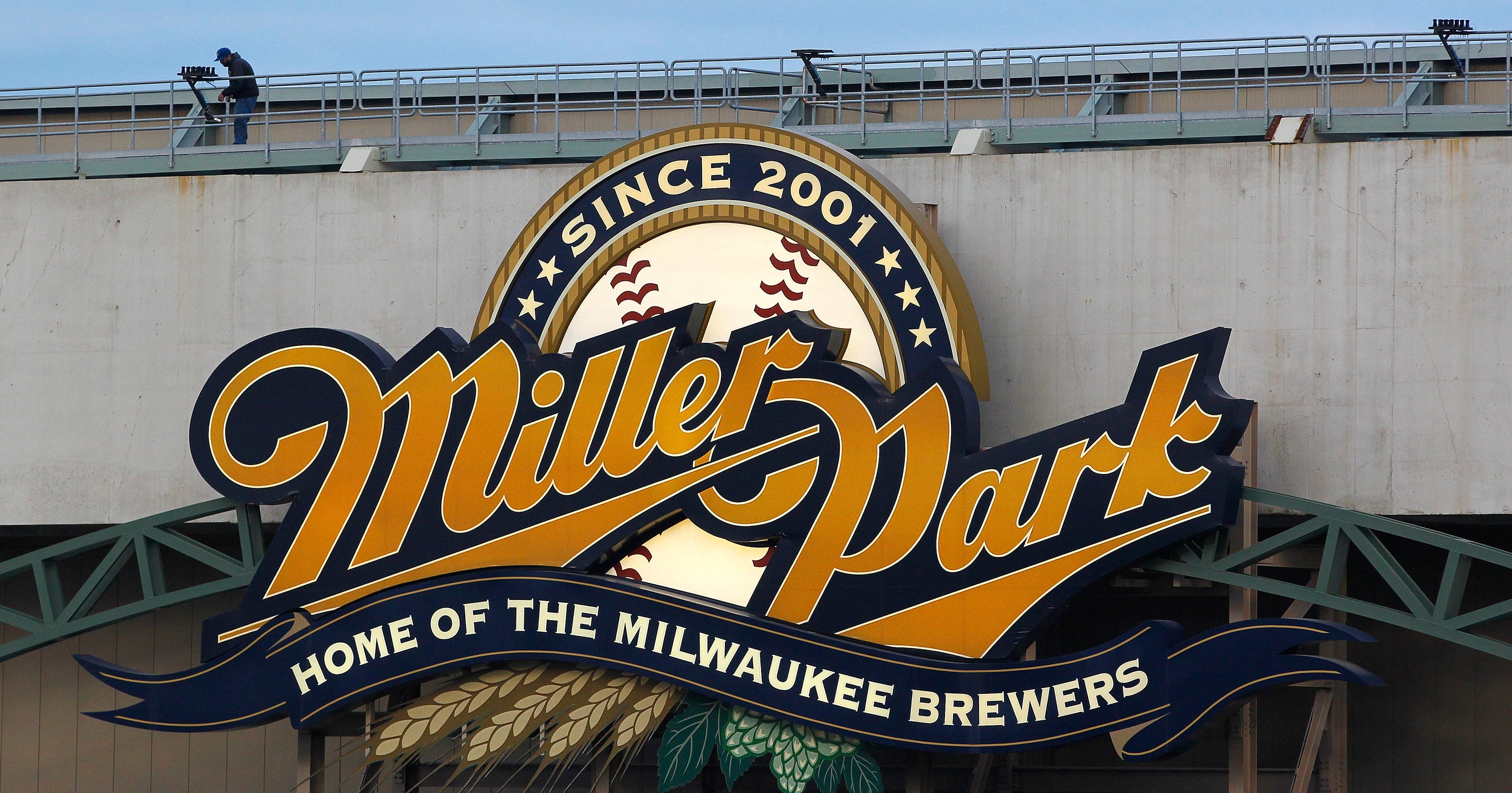 Brewers announce enhancement of club level at Miller Park