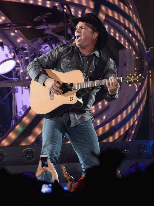 Garth Brooks Makes A Big Return To The Stage