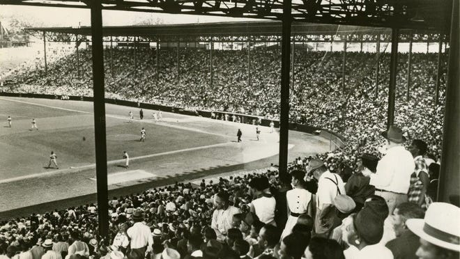 A crowd watches Kansas City Monarchs baseball in 1953.