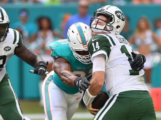 Cameron Wake (91)  sacks Jets quarterback Sam Darnold last season.