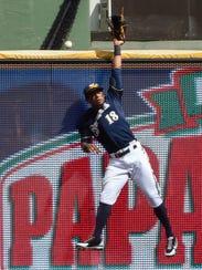 Brewers left fielder Khris Davis can't catch a home