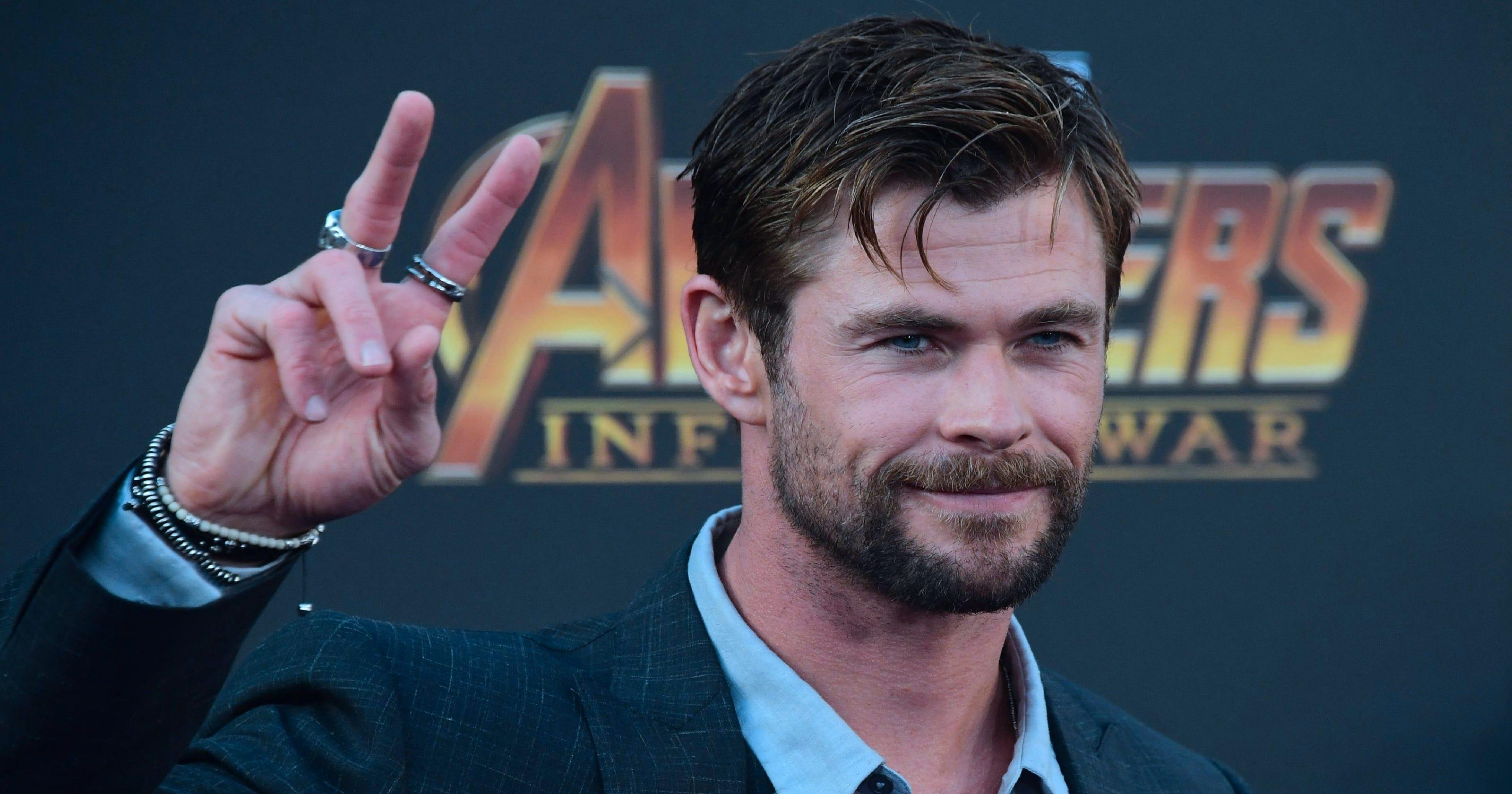 Chris Hemsworth dancin...
