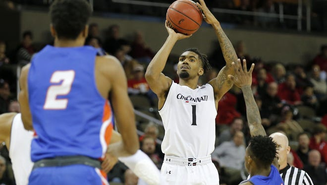 After not scoring much in two preseason games, Jacob Evans led the Cincinnati Bearcats with 19 points in a season-opening 107-77 win over Savannah State.