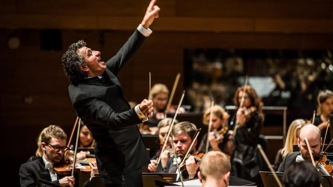 Giancarlo Guerrero and the Wrocaw Philharmonic.