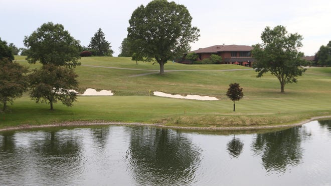 The 18th green at Union Country Club with the clubhouse in the background.