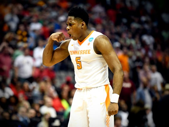 Tennessee forward Admiral Schofield (5) reacts during