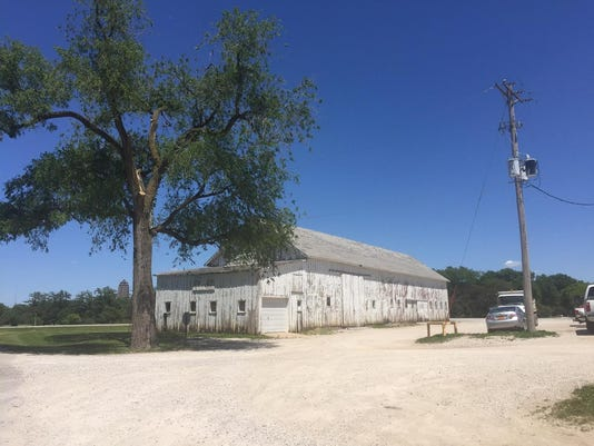 Old white barn in Des Moines Water Works park 2