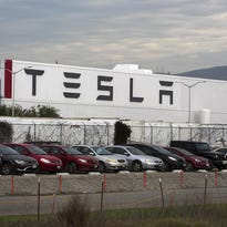 Musk stock-option tweet violates labor law, UAW alleges