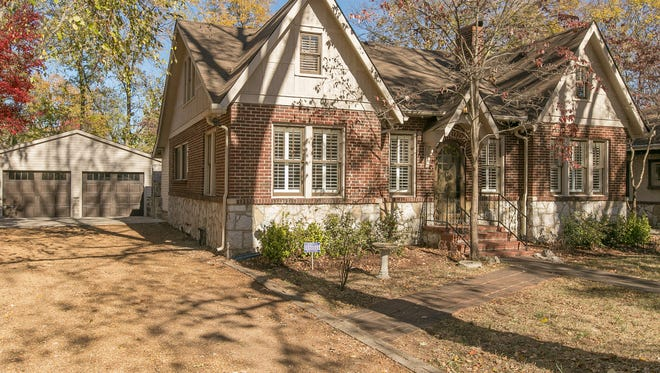 Justin and Rachel Holder wanted to downsize. So they chose a renovated cottage on Burton Street, not far from the MTSU campus.