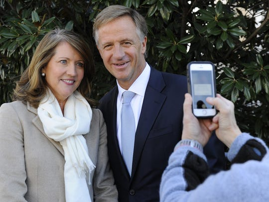 Gov. Bill Haslam and first lady Crissy Haslam pose for a picture at Legislative Plaza on Jan. 17, 2015.