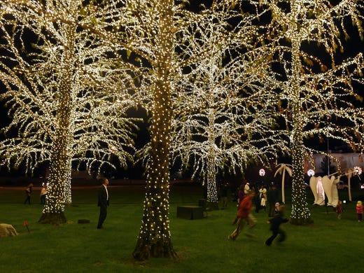opryland hotel flips switch on 23 million holiday lights