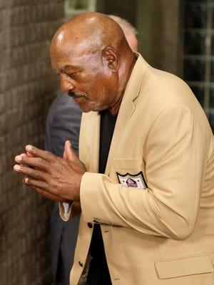 Cleveland Browns  Hall of Fame running back Jim Brown  settled a lawsuit against a memorabilia dealer to get back his 1964 NFL Championship ring.