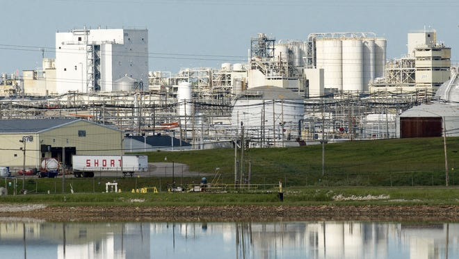 This May 28, 2008 file photo shows the Dow Chemical Co. industrial site in Midland, Mich. (AP Photo/Steven Simpkins, File)
