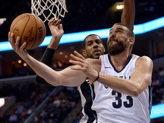 Memphis Grizzlies center Marc Gasol (33) shoots against