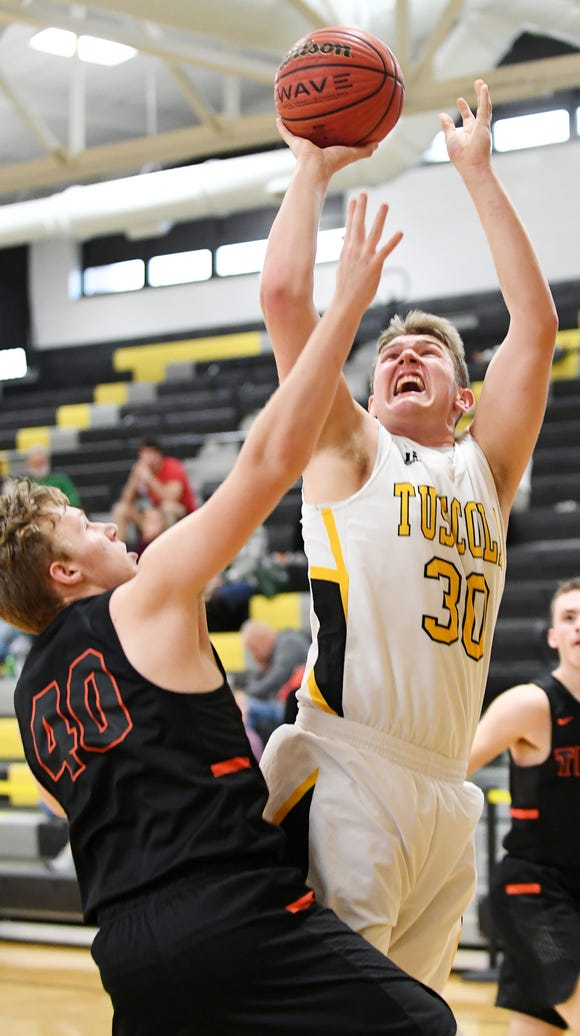 Tuscola's Landon Hedley shoots a layup in the Holiday