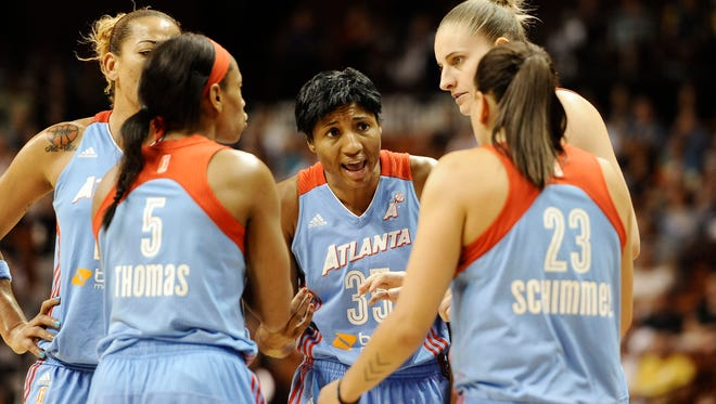 Atlanta Dream's Angel McCoughtry, center huddles with her team during the second half of a WNBA basketball game against the Connecticut Sun, Sunday, Aug. 17, 2014, in Uncasville, Conn. (AP Photo/Jessica Hill)