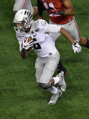 Oregon Ducks wide receiver Charles Nelson (6) runs with the ball against the Ohio State Buckeyes during the game at AT&T Stadium. The Buckeyes defeated the Ducks 42-20.