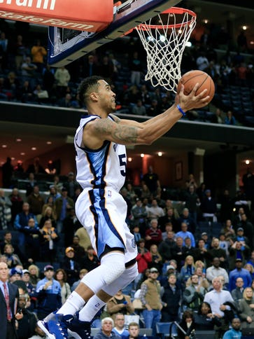 Grizzlies guard Courtney Lee scores a game-winning
