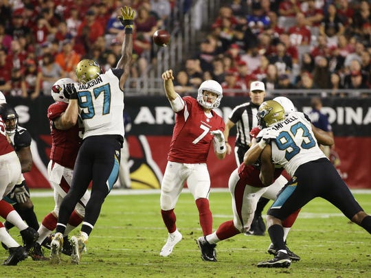 Blaine Gabbert throws a pass against the Jaguars in the second half on Sunday.