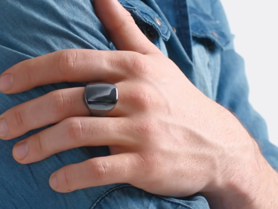 The Oura smartring.