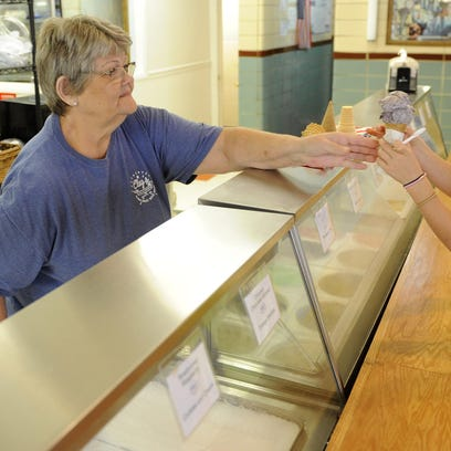 Sally Deckard, of Clay's Cafe and Catering, hands Bradlee