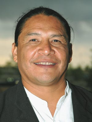 Native American actor Steve Reevis poses at the Fifth Annual Legacy Art Auction on May 14, 2005 in Albuquerque, New Mexico.