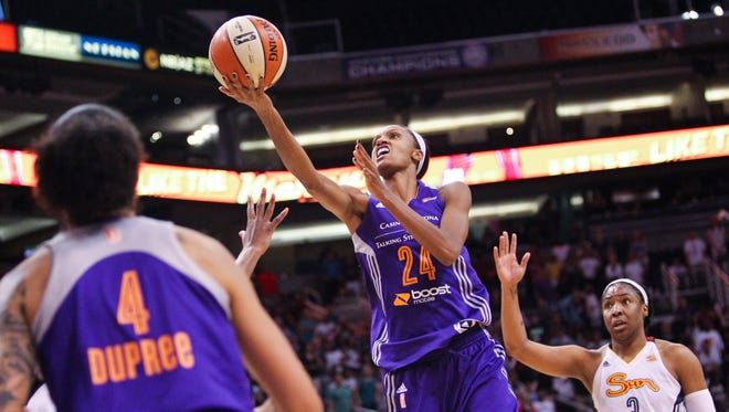 Mercury's DeWanna Bonner (24) goes up for a shot in overtime at the US Airways Center in Phoenix, AZ, on Friday, June 19, 2015.