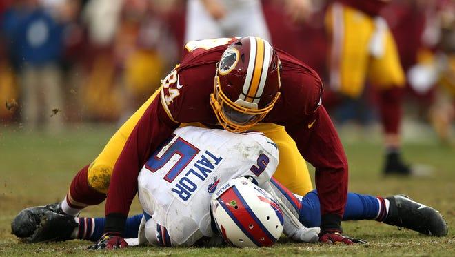 Buffalo QB Tyrod Taylor (5) is sacked by linebacker Preston Smith of the Washington Redskins on Dec. 20, 2015.