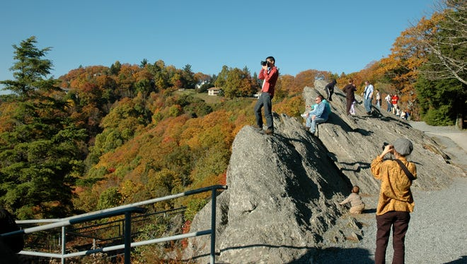 The always-windy Blowing Rock offers unobstructed panoramic views of the mountains and hills below, making it well worth a stop.