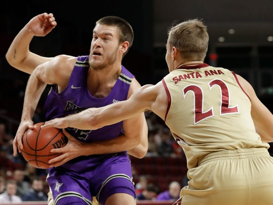 Furman_Elon_Basketball_42670.jpg