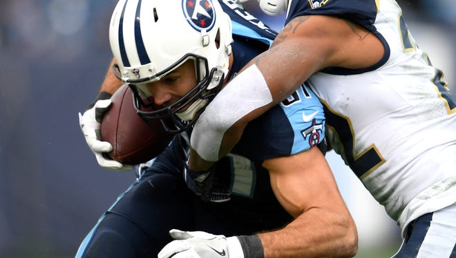 Titans wide receiver Eric Decker (87) makes a catch during the second half Sunday.
