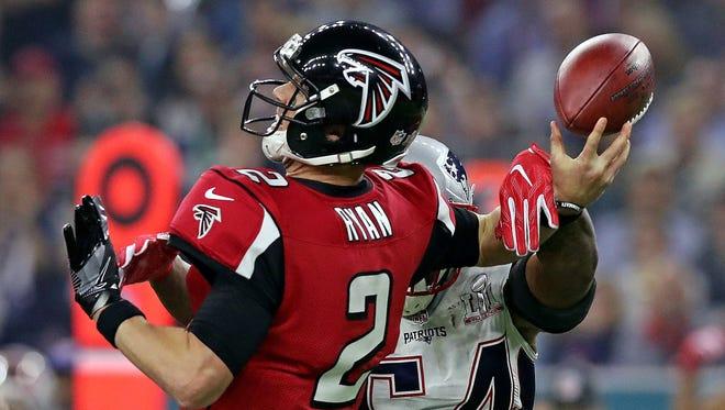 patriots middle linebacker Dont'a Hightower (54) forces a fumble by Atlanta Falcons quarterback Matt Ryan, keying the Patriots' fourth-quarter comeback.