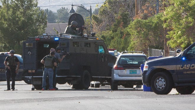 Las Cruces SWAT responding to a call on Texas Avenue, where two suspects barracked themselves in house after LCPD attempted to arrest them on felony warrents. Friday November 17, 2017.