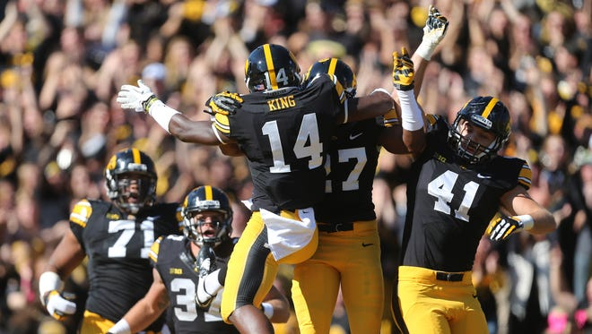 Desmond King gets a warm reception after his pick-six touchdown that gave Iowa a 14-0 first-quarter lead against Indiana.