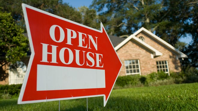 It is a busy time of year in the real estate market, and that means plenty of open houses. For the best experience, consider some of these important do's and don'ts.