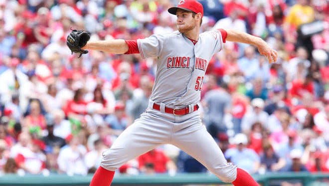 Reds starting pitcher Tony Cingrani delivers during the first inning Sunday.