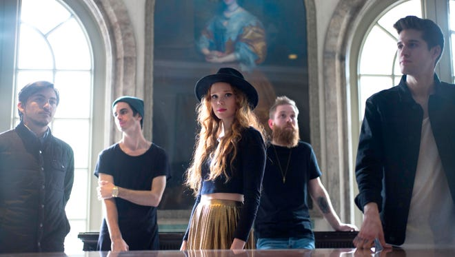 Louisiana-based rock band Royal Teeth announced last week they signed with Elektra Records.