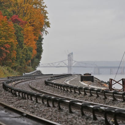 A view looking south along the Metro-North Hudson Line