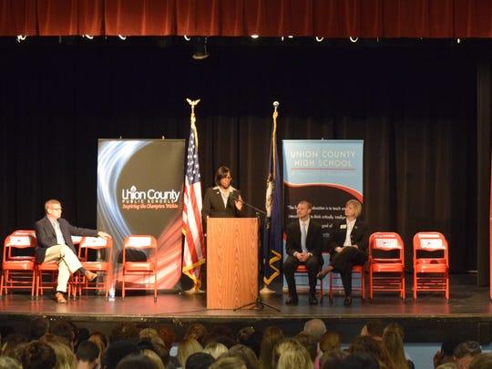 Lt. Governor Hampton addresses the students.